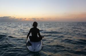 yoga tarifa meditación zen mar SUP